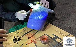 Криворожан, перевозивших в такси «консервированные» наркотики, задержали