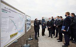 Зеленскому показали ремонт на трассе Кропивницкий - Кривой Рог - Запорожье
