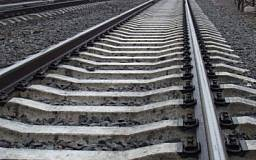 В Кривом Роге группа молодых людей разбирала железнодорожные колеи