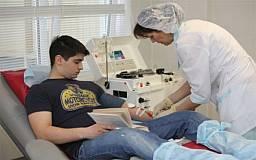 Криворожкие курсанты сдали 14 литров крови, чтобы спасти малыша, больного раком
