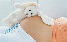 На Днепропетровщине молодая беременная мамаша в пьяном угаре едва не зарезала своего мужа
