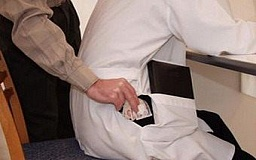 Заведующий отделения 16-й горбольницы попался на получении взятки