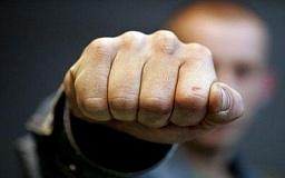 В Кривом Роге пьяный мужчина напал на работницу «Эпицентра» и солдата внутренних войск