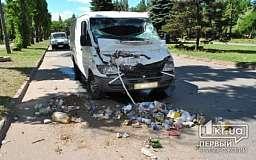 В Кривом Роге микроавтобус врезался в мусороуборочную машину