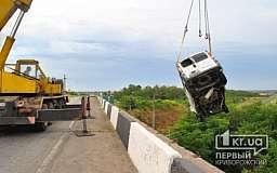 Смертельное ДТП под Кривым Рогом. Водитель на «Renault» слетел с моста (ОБНОВЛЕНО)
