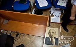 В Кривом Роге неизвестные с битами разгромили офис народного депутата от КПУ (ОБНОВЛЕНО)
