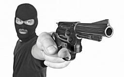 В Кривом Роге вооруженный мужчина ограбил аптеку