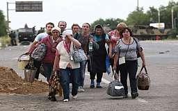 Яценюк планирует отправить переселенцев из Донбасса на общественные работы