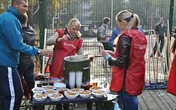Ингулецкий ГОК вместе с жителями района проводит субботник на аллее 200-летия Кривого Рога