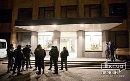 В Кривом Роге люди в масках штурмовали ОИК №37