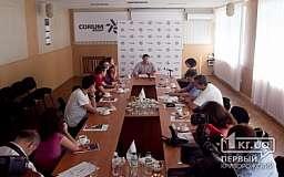 В Кривом Роге журналисты задавали вопросы директору Корум КЗГО и осмотрели цеха предприятия