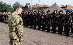 Порошенко увеличил призывной возраст военнообязанных в запасе