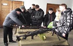 Учеников старших классов Днепропетровской области будут учить защищать Отечество
