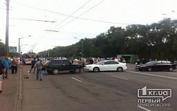 В Кривом Роге родственники окруженных под  Иловайском солдат перекрыли движение по Днепропетровскому шоссе