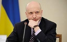 Турчинов поручил в течение месяца уволить в запас призванных из Крыма военных
