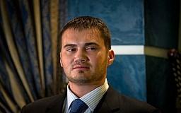 Сын Януковича заявил, что оправляет свою зарплату нуждающимся