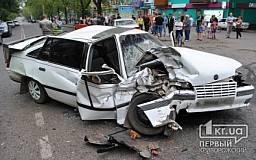 Серьезное ДТП в Кривом Роге: Столкнулись 4 автомобиля. Пять человек пострадали
