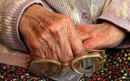 В Кривом Роге двое студентов задушили 87-летнюю бабушку в ее квартире