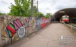 На станции скоростного трамвая «Дзержинская» появилось граффити «Слава Великой Победе»