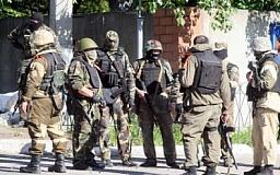 В Донецке вооруженные боевики штурмуют воинскую часть