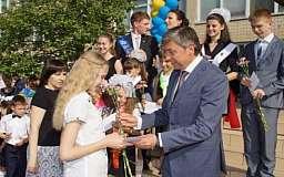 Николай Ищенко вручил стипендии лучшим ученикам Ингулецкого района
