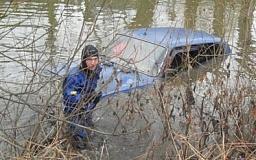 В Кривом Роге из Крэсовского водохранилища достали три автомобиля