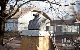 МВД отрицает политический мотив разрушения бюста Ленина в Кривом Роге