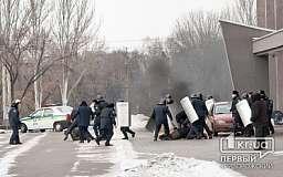 В Кривом Роге взорвали канистру с бензином у входа в городской исполком (ОБНОВЛЕНО)