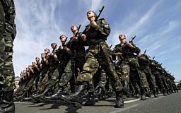 Военнослужащим вдвое повышают зарплату