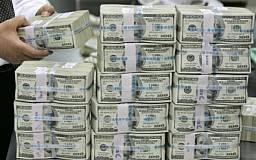Украинцы начали активно скупать доллары