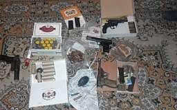 Криворожанин хранил у себя в квартире арсенал оружия