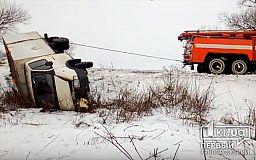Под Кривым Рогом грузовик с хлебом слетел в кювет