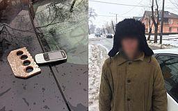 Вооруженный криворожанин отобрал у продавщицы телефон