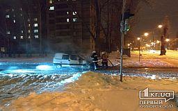 Пылающее авто на перекрестке в Кривом Роге