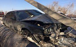 В Кривом Роге элитное авто снесло столб (ОБНОВЛЕНО)