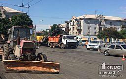 Движение затруднено: на площади Поля в Кривом Роге срезают асфальт