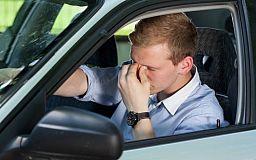 В Кривом Роге водитель элитного автомобиля потерял сознание за рулем