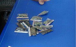 Криворожские патрульные задержали нескольких горожан с разными видами  наркотиков