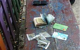 Сдался: криворожанин, отдыхающий в компании друзей, признался, что хранит наркотики