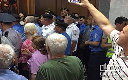 Криворожская полиция не торопится открывать уголовное дело по факту недопуска депутатов в сессионный зал