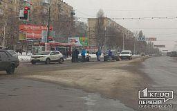 ДТП в Кривом Роге: возле собора столкнулись три внедорожника