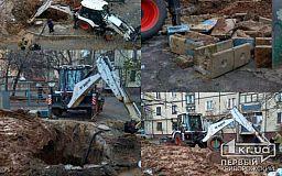 Игры для взрослых от Кривбассводоканала: сотрудники предприятия бесцеремонно разрыли яму на месте детской площадки