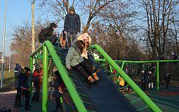 В Ингулецком парке установили многофункциональный комплекс для игр и занятий спортом