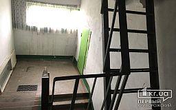 В Кривом Роге парень покончил с собой в подъезде многоэтажки