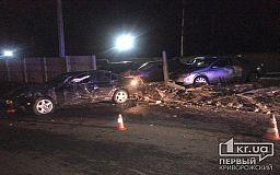 ДТП в Кривом Роге: BMW снес забор, около десятка машин повреждены, пострадал пассажир авто