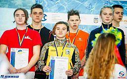 Юные криворожские спортсмены заняли первое место на чемпионате Украины по плаванию