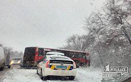 Три человека пострадали в результате ДТП с автобусом и легковушкой в Кривом Роге