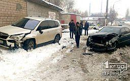 Криворожанка, которая переходила дорогу, пострадала в результате столкновения двух авто