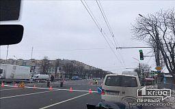 Из-за работ по нанесению разметки на проспекте 200-летия Кривого Рога затруднено движение
