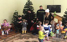 Криворожские пожарные с подарками от Святого Николая посетили дом ребенка
